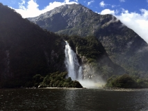 weltreize.com-neuseeland-mildford-sound-wasserfall