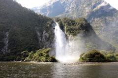 weltreize.com-neuseeland-mildford-sound-wasserfall3