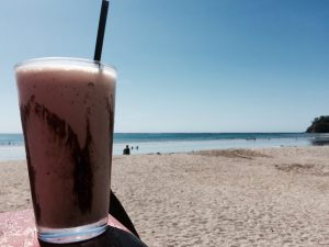 Definitiv ein Highlight: ein Eiskaffee in der Nachmittagshitze am Samara Beach