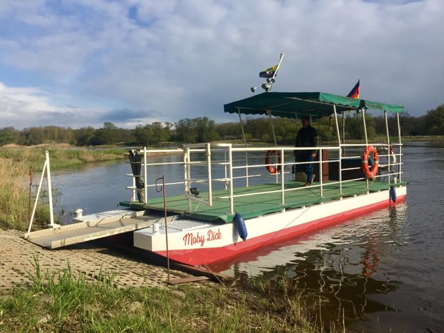 Boot Moby Dick bei Brambach an der Elbe