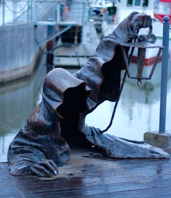 Litauen-Klaipeda-Kunst-Statue-Tod-Teilzeitreisender - 1