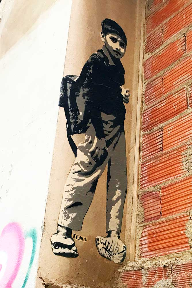 Valencia-Streetart-Tona-Junge-Paste-up