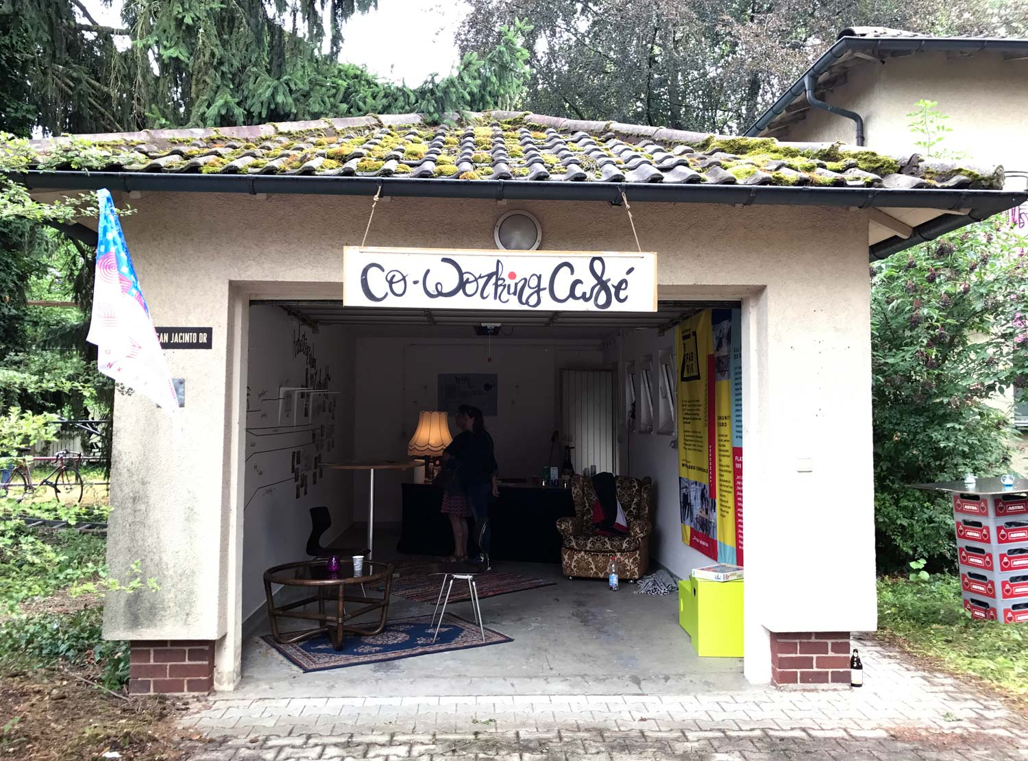 Co-Working-Café in einer Garage im Patrick-Henry-Village