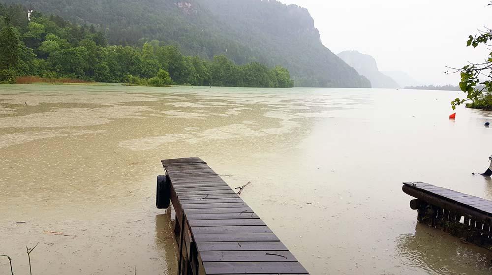Fluss Drau bei Regen