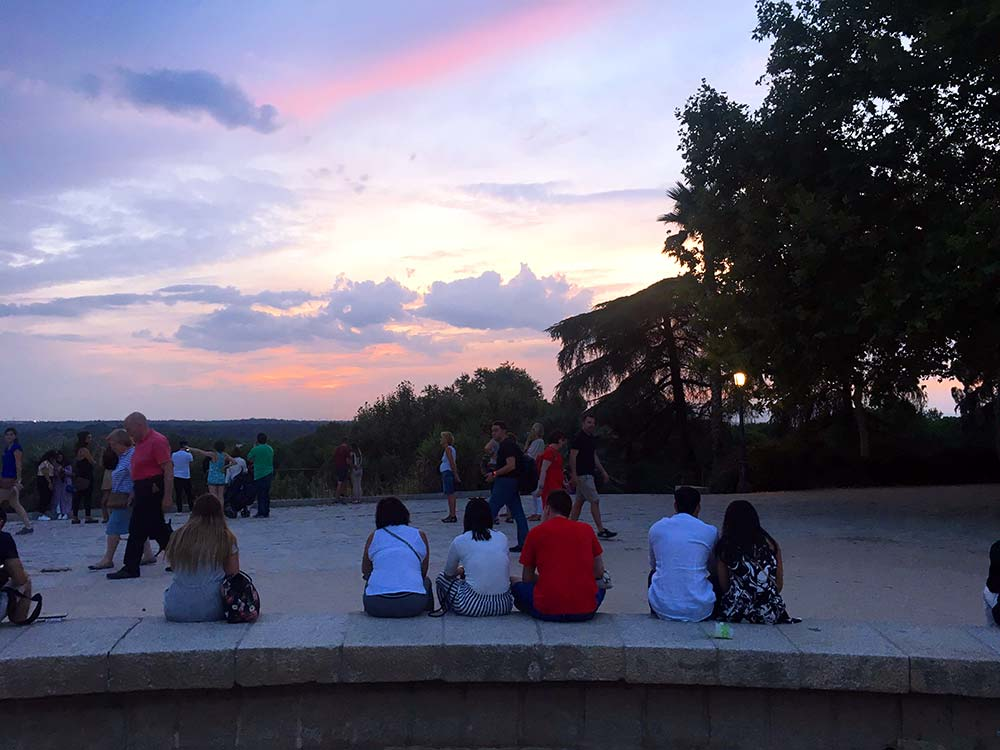 Beim Templo de Debod in Madrid