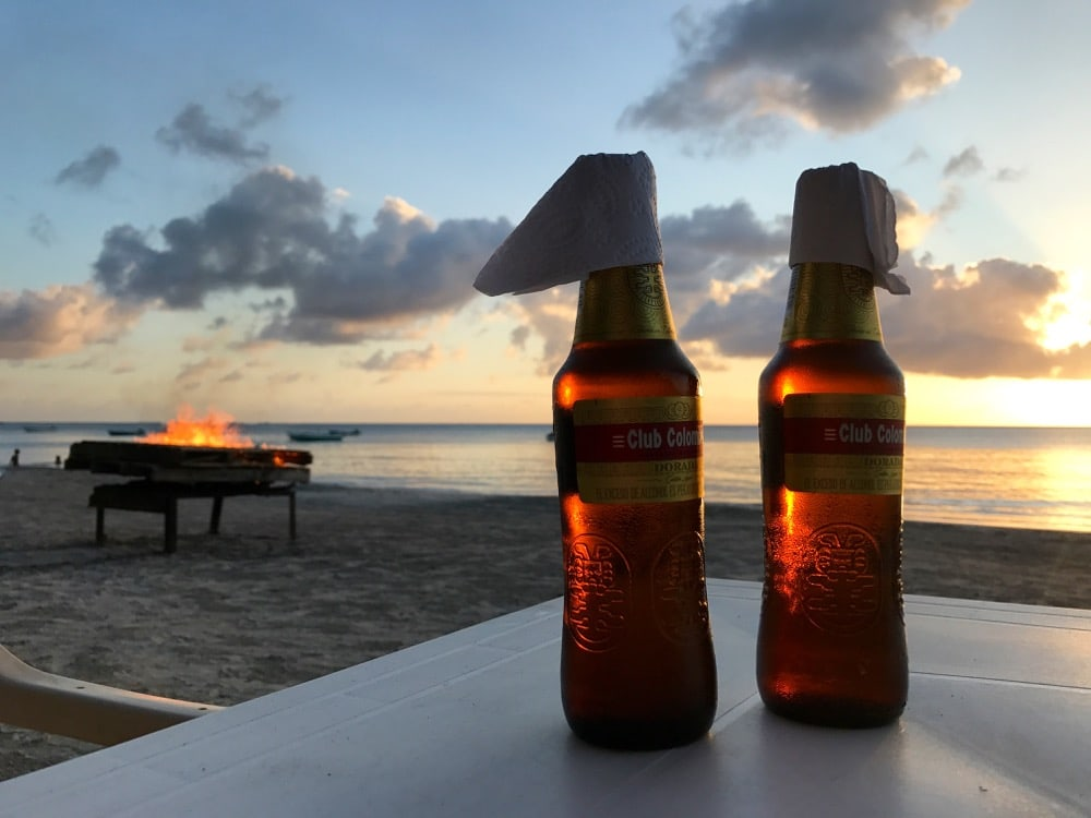 Club Colombia Lagerfeuer Strand South West Bay Providencia Kolumbien
